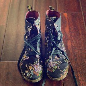 Dr. Martens Hackney Belladonna canvas boots